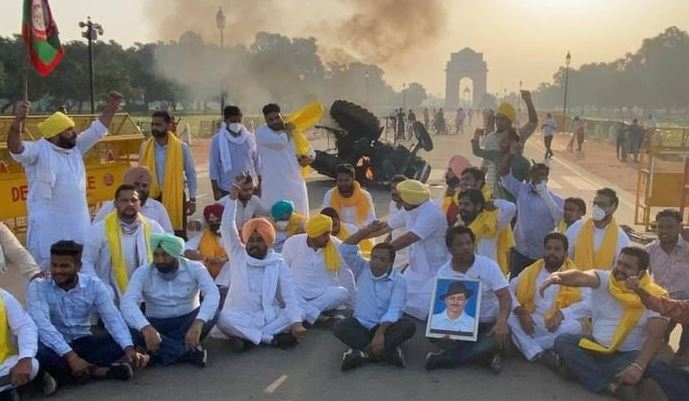Farmers set fire  tractor near India Gate to protest farm bills